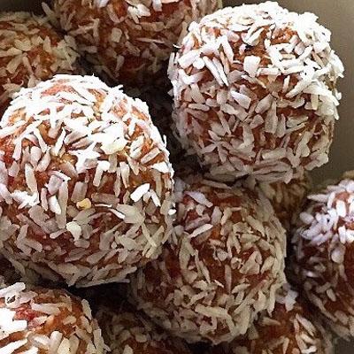 Walnut & Goji Berry Bliss Balls