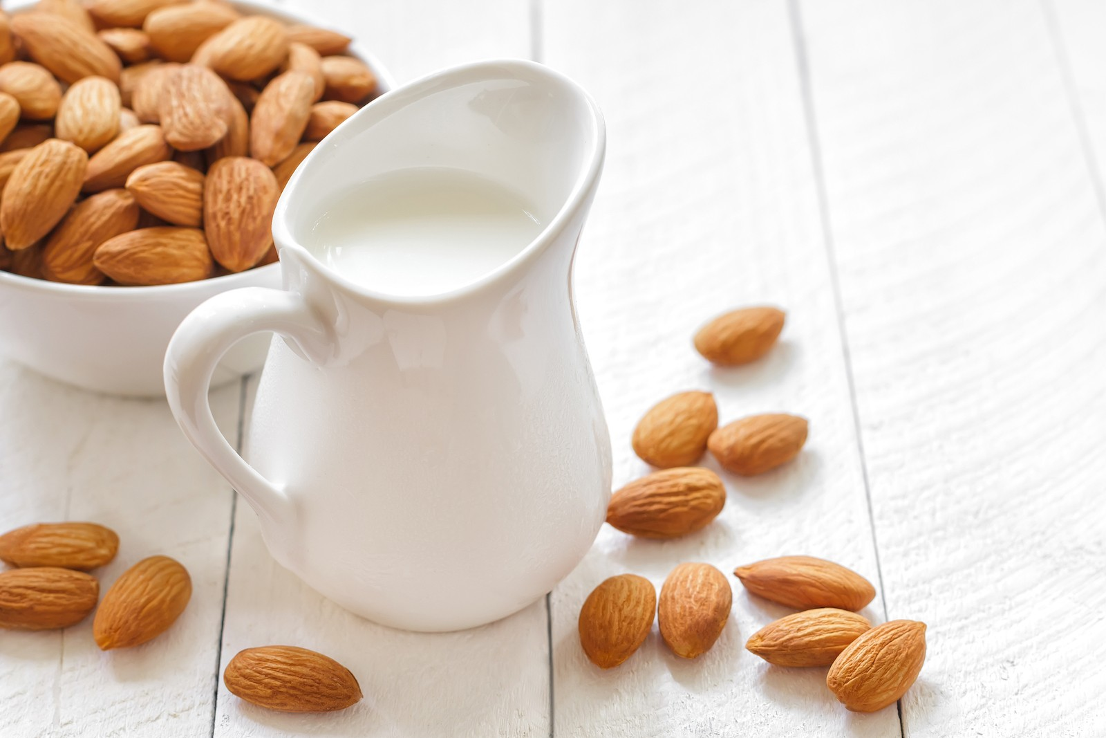 What's the Deal with Low FODMAP Almond Milk?